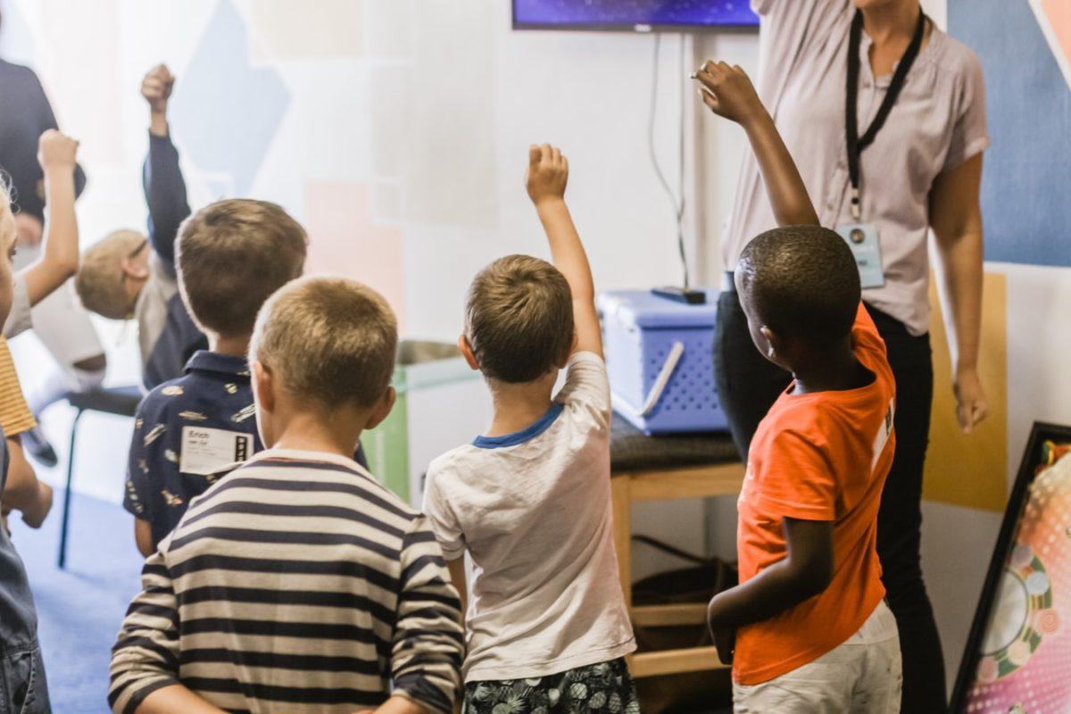 小学校の授業で教えるのはプログラミング言語ではない